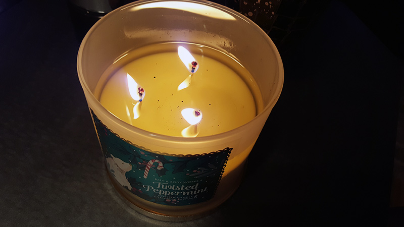 bath and body works candle twisted peppermint